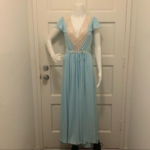 Other - Beautiful Vintage Lace Blue Robe and Slip Set